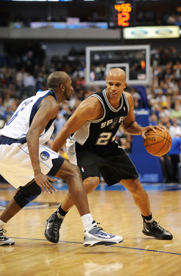 DALLAS - NOVEMBER 18:  Richard Jefferson #24 of the San Antonio Spurs moves the ball against Quinton Ross #6 of the Dallas Mavericks during the game at American Airlines Center on November 18, 2009 in Dallas, Texas. NOTE TO USER: User expressly acknowledg