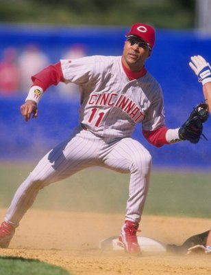 25 Apr 1998:  Infielder Barry Larkin of the Cincinnati Reds in action during a game against the New York Mets at Shea Stadium in Flushing, New York.  The Reds defeated the Mets 2-0. Mandatory Credit: David Seelig  /Allsport
