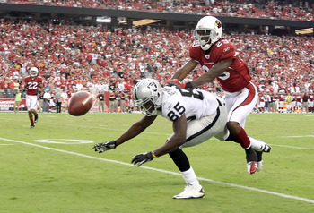 GLENDALE, AZ - SEPTEMBER 26:  Wide receiver Darrius Heyward-Bey #85 of the Oakland Raiders attempts to catch a pass while defended by Dominique Rodgers-Cromartie #29 of the Arizona Cardinals during the NFL game at the University of Phoenix Stadium on Sept