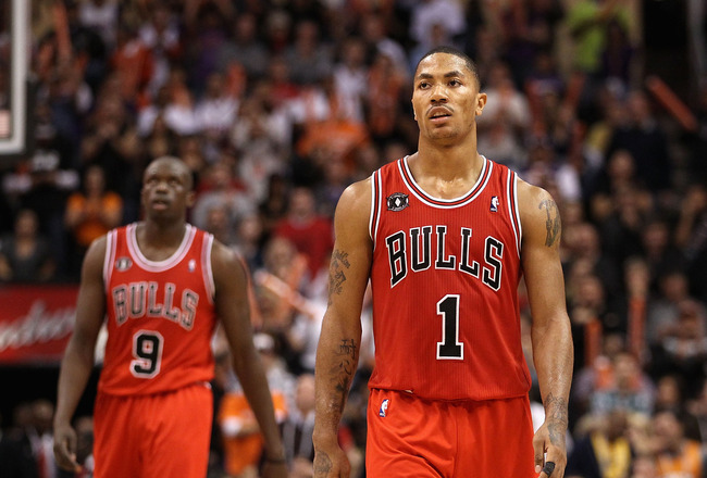 PHOENIX - NOVEMBER 24:  Derrick Rose #1 of the Chicago Bulls during the NBA game against the Phoenix Suns at US Airways Center on November 24, 2010 in Phoenix, Arizona. The Bulls defeated the Suns 123-115 in double overtime. NOTE TO USER: User expressly a