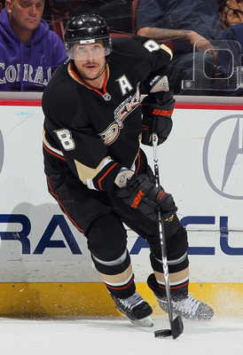 ANAHEIM, CA - NOVEMBER 19:  Teemu Selanne #8 of the Anaheim Ducks skates against the Columbus Blue Jackets at the Honda Center on November 19, 2010 in Anaheim, California. The Blue Jackets defeated the Ducks 4-3.  (Photo by Jeff Gross/Getty Images)
