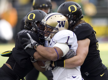 EUGENE, OR - NOVEMBER 6: Linebackers Spencer Paysinger #35 and Clay Matthews #55 of the Oregon Ducks tackle running back Chris Polk #1 of the Washington Huskies in the first quarter of the game at Autzen Stadium on November 6, 2010 in Eugene, Oregon. The