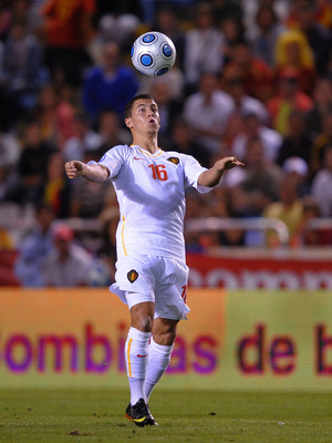 LA CORUNA, SPAIN - SEPTEMBER 05:  Eden Hazard of Belgium controls the ball during the Group 5 FIFA2010 World Cup Qualifier match between Spain and Belgium at the Riazor stadium on September 5, 2009 in La Coruna, Spain.  (Photo by Denis Doyle/Getty Images)