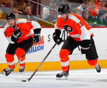 PHILADELPHIA, PA - DECEMBER 20:  Scott Hartnell #19 of the Philadelphia Flyers skates during a hockey game against the Florida Panthers at the Wells Fargo Center  on December 20, 2010 in Philadelphia, Pennsylvania.  (Photo by Paul Bereswill/Getty Images)