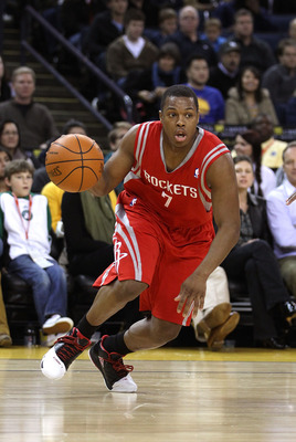 OAKLAND, CA - DECEMBER 20:  Kyle Lowry #7 of the Houston Rockets in action against the Golden State Warriors at Oracle Arena on December 20, 2010 in Oakland, California. NOTE TO USER: User expressly acknowledges and agrees that, by downloading and or usin