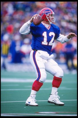 26 Nov 1995:  Quarterback Jim Kelly of the Buffalo Bills throws the ball during a game against the New England Patriots at Rich Stadium in Orchard Park, New York.  The Patriots won the game 35-25. Mandatory Credit: Rick Stewart  /Allsport