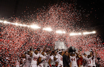 ARLINGTON, TX - DECEMBER 04:  The Oklahoma Sooners celebrate a 23-20 win against the Nebraska Cornhuskers during the Big 12 Championship at Cowboys Stadium on December 4, 2010 in Arlington, Texas.  (Photo by Ronald Martinez/Getty Images)