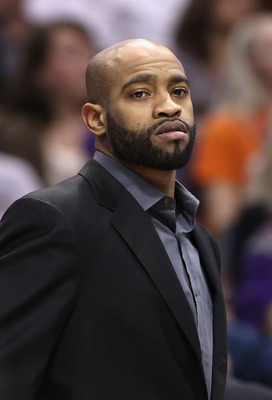 PHOENIX - DECEMBER 23:  Vince Carter #25 of the Phoenix Suns during the NBA game against the Miami Heat at US Airways Center on December 23, 2010 in Phoenix, Arizona. The Heat defeated the Suns 95-83. NOTE TO USER: User expressly acknowledges and agrees t