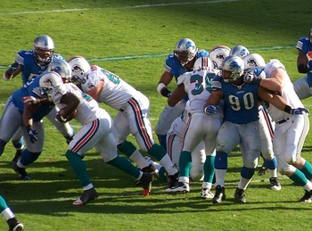 Does that appear to be a hand inside Suh's jersey?