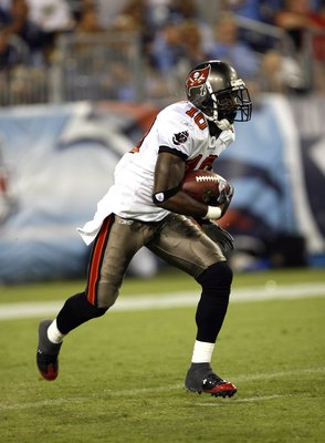 NASHVILLE, TN - AUGUST 15: Dexter Jackson #10 of the Tampa Bay Buccaneers runs back a kickoff against the Tennessee Titans during a preseason NFL game at LP Field on August 15, 2009 in Nashville, Tennessee. The Titans beat the Buccaneers 27-20. (Photo by