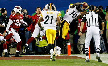 TAMPA, FL - FEBRUARY 01:  Santonio Holmes #10 of the Pittsburgh Steelers catches a 6-yard touchdown pass in the fourth quarter against the Arizona Cardinals during Super Bowl XLIII on February 1, 2009 at Raymond James Stadium in Tampa, Florida. The Steele