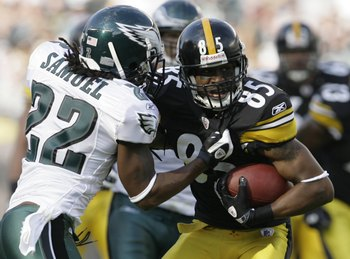 PHILADELPHIA - SEPTEMBER 21: Asante Samuel #22 of the Philadelphia Eagles tries to stop Nate Washington #85 of the Pittsburgh Steelers during the first half on September 21, 2008 at Lincoln Financial Field in Philadelphia, Pennsylvania. (Photo by Chris Ga