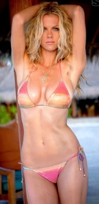 Brooklyn_decker_sports_illustrated_swimsuit_issue_2010_display_image