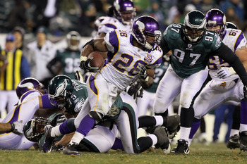 PHILADELPHIA, PA - DECEMBER 26:  Adrian Peterson #28 of the Minnesota Vikings runs against the Philadelphia Eagles at Lincoln Financial Field on December 26, 2010 in Philadelphia, Pennsylvania.  (Photo by Jim McIsaac/Getty Images)
