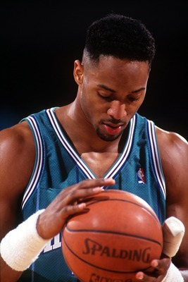 1993:  CENTER ALONZO MOURNING OF THE CHARLOTTE HORNETS PREPARES TO TAKE A FOUL SHOT AGAINST THE DENVER NUGGETS. Mandatory Credit: Tim Defrisco/ALLSPORT