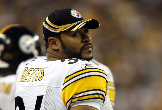 Jerome Bettis of the Pittsburgh Steelers during Super Bowl XL between the Pittsburgh Steelers and Seattle Seahawks at Ford Field in Detroit, Michigan on February 5, 2006. (Photo by Allen Kee/Getty Images)