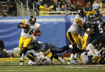 Jerome Bettis of the Pittsburgh Steelers runs with the ball during Super Bowl XL between the Pittsburgh Steelers and Seattle Seahawks at Ford Field in Detroit, Michigan on February 5, 2006. (Photo by Allen Kee/Getty Images)
