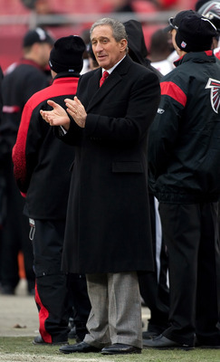 TAMPA, FL - JANUARY 03:  Team owner Arthur Blank of the Atlanta Falcons cheers his team on against the Tampa Bay Buccaneers during the game at Raymond James Stadium on January 3, 2010 in Tampa, Florida.  (Photo by J. Meric/Getty Images)
