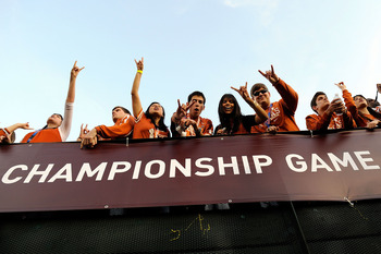 PASADENA, CA - JANUARY 07:  Fans cheer prior to the Citi BCS National Championship game between the Texas Longhorns and the Alabama Crimson Tide at the Rose Bowl on January 7, 2010 in Pasadena, California.  (Photo by Kevork Djansezian/Getty Images)