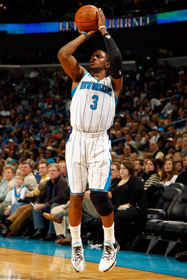 NEW ORLEANS, LA - DECEMBER 26:  Chris Paul #3 of the New Orleans Hornets shoots the ball during the game against the Atlanta Hawks at the New Orleans Arena on December 26, 2010 in New Orleans, Louisiana.  NOTE TO USER: User expressly acknowledges and agre