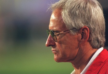 29 JAN 1995:  SAN FRANCISCO HEAD COACH GEORGE SEIFERT DURING THE FOURTH QUARTER OF THE SAN FRANCISCO 49ERS 49-26 DEFEAT OF THE SAN DIEGO CHARGERS IN SUPER BOWL XXIX AT JOE ROBBIE STADIUM IN MIAMI, FLORIDA. Mandatory Credit: Mike Powell/ALLSPORT