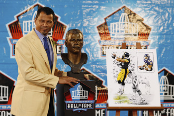 CANTON, OH - AUGUST 8: Rod Woodson poses with his bust at his induction into the Pro Football Hall of Fame during the 2009 enshrinement ceremony at Fawcett Stadium on August 8, 2009 in Canton, Ohio. (Photo by Joe Robbins/Getty Images)