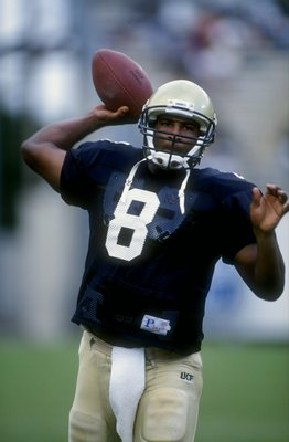 11 Oct 1997: Daunte Culpepper #8 of the Central Florida Golden Knights looks to throw during the game against the Samford Bulldogs at Florida Citrus Bowl in Orlando, Florida. Central Florida defeated Samford 52-7. Mandatory Credit: Scott Halleran  /Allspo