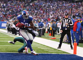 EAST RUTHERFORD, NJ - DECEMBER 19:  Hakeem Nicks #88 of the New York Giants scores a touchdown in the second quarter as Dimitri Patterson #23 of the Philadelphia Eagles defends during their game on December 19, 2010 at The New Meadowlands Stadium in East