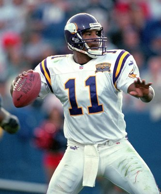 17 Sep 2000:  Quarterback Daunte Culpepper #11 of the Minnesota Vikings passes the ball during the game against the New England Patriots at the Foxboro Stadium in Foxboro, Maryland.  The Vikings defeated the Patriots 21-13.Mandatory Credit: Rick Stewart