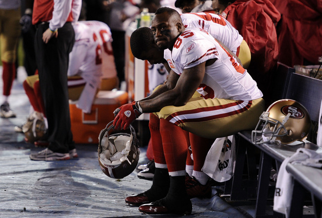 SAN DIEGO, CA - DECEMBER 16:  Tight end Vernon Davis #85 of the San Francisco 49ers sits on the bench during their game against the San Diego Chargers at Qualcomm Stadium on December 16, 2010 in San Diego, California.  (Photo by Harry How/Getty Images)