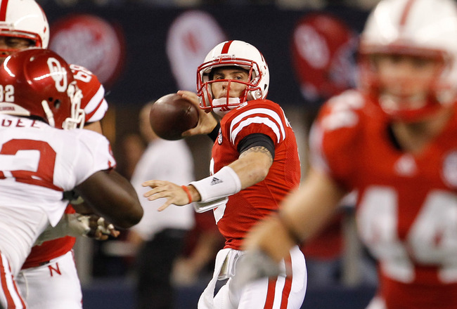 ARLINGTON, TX - DECEMBER 04:  Quarterback Taylor Martinez #3 of the Nebraska Cornhuskers looks for an open receiver against the Oklahoma Sooners at Cowboys Stadium on December 4, 2010 in Arlington, Texas.  (Photo by Tom Pennington/Getty Images)