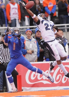 "Utah State cornerback Curtis Marsh plays ""keep away"" from Boise State!"