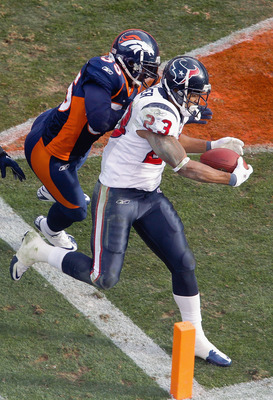DENVER - DECEMBER 26:  Arian Foster #23 of the Houston Texans scores a touchdown against D.J. Williams #55 of the Denver Broncos during the first quarter at INVESCO Field at Mile High on December 26, 2010 in Denver, Colorado. (Photo by Justin Edmonds/Gett