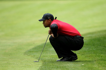 THOUSAND OAKS, CA - DECEMBER 05:  Tiger Woods lines up his putt on the 16th hole during the final round of the Chevron World Challenge at Sherwood Country Club on December 5, 2010 in Thousand Oaks, California.  (Photo by Stephen Dunn/Getty Images)
