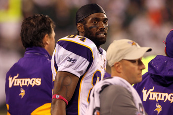 EAST RUTHERFORD, NJ - OCTOBER 11:  Randy Moss #84 of the Minnesota Vikings looks on from the sideline against the New York Jets at New Meadowlands Stadium on October 11, 2010 in East Rutherford, New Jersey.  (Photo by Jim McIsaac/Getty Images)