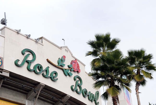 PASADENA, CA - JANUARY 01:  An exterior view of the 96th Rose Bowl game between the Oregon Ducks and the Ohio State Buckeyes on January 1, 2010 in Pasadena, California.  (Photo by Harry How/Getty Images)