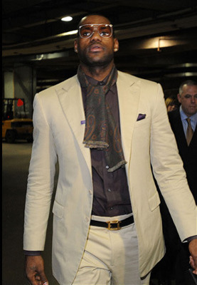 59044330-04fd-8842-4ba1-eeaad774bb0c-fb_offthecourt_lebronjames_display_image