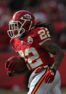 KANSAS CITY, MO - DECEMBER 26:  Dexter McCluster #22 of the Kansas City Chiefs carries the ball during the game against the Tennessee Titans on December 26, 2010 at Arrowhead Stadium in Kansas City, Missouri.  (Photo by Jamie Squire/Getty Images)