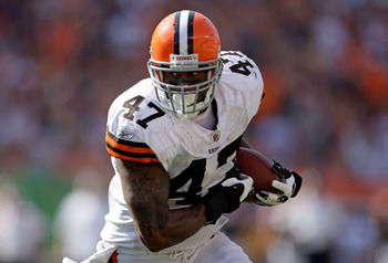 CINCINNATI - SEPTEMBER 28:  Lawrence Vickers #47 of the Cleveland Browns runs with the ball during the NFL game against the Cincinnati Bengals on September 28, 2008 at Paul Brown Stadium in Cincinnati, Ohio.  (Photo by Andy Lyons/Getty Images)
