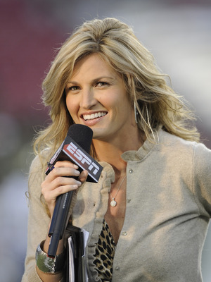 TAMPA, FL - OCTOBER 2: ESPN commentator Erin Andrews reports as the Pittsburgh Panthers upset the University of South Florida Bulls at Raymond James Stadium on October 2, 2008 in Tampa, Florida.  (Photo by Al Messerschmidt/Getty Images)