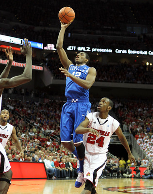 LOUISVILLE, KY - DECEMBER 31:  Brandon Knight #12 of the Kentucky Wildcats shoots the ball during the game against the Louisville Cardinals at the KFC Yum! Center on December 31, 2010 in Louisville, Kentucky.  (Photo by Andy Lyons/Getty Images)