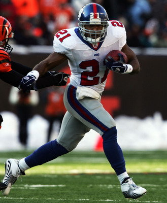 CINCINNATI - DECEMBER 26:  Tory James #20 of the Cincinnati Bengals chases Tiki Barber #21 of the New York Giants during the NFL game on December 26, 2004 at Paul Brown Stadium in Cincinnati, Ohio. The Bengsals won 23-22.  (Photo by Andy Lyons/Getty Image