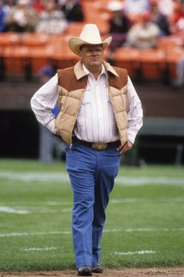 SAN FRANCISCO - SEPTEMBER 29:  Head coach Bum Phillips of the New Orleans Saints walks the field prior to the game against the San Francisco 49ers at Candlestick Park on September 29, 1985 in San Francisco, California.  The Saints won 20-17.  (Photo by Ge