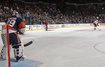 UNIONDALE, NY - DECEMBER 29: Sidney Crosby #87 of the Pittsburgh Penguins prepares for his shoot out attempt against Rick DiPietro #39 of the New York Islanders at the Nassau Coliseum on December 29, 2010 in Uniondale, New York. The Islanders defeated the