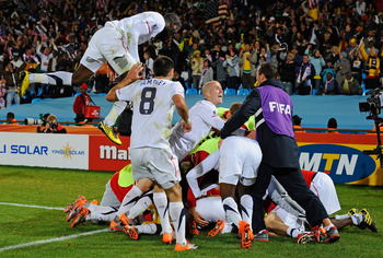 PRETORIA, SOUTH AFRICA - JUNE 23:  The USA team celebrate Landon Donovan's winning goal that sends the USA through to the second round during the 2010 FIFA World Cup South Africa Group C match between USA and Algeria at the Loftus Versfeld Stadium on June