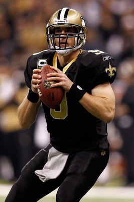 NEW ORLEANS, LA - JANUARY 02:  Drew Brees #9 of the New Orleans Saints looks to throw a pass during the game against the Tampa Bay Buccaneers at the Louisiana Superdome on January 2, 2011 in New Orleans, Louisiana.  (Photo by Chris Graythen/Getty Images)