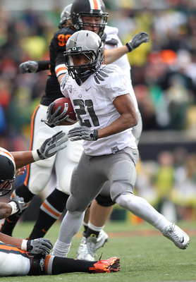 CORVALLIS, OR - DECEMBER 04:  LaMichael James #21 of the Oregon Ducks runs te ball against  the Oregon State Beavers during the 114th Civil War on December 4, 2010 at the Reser Stadium in Corvallis, Oregon.  (Photo by Jonathan Ferrey/Getty Images)