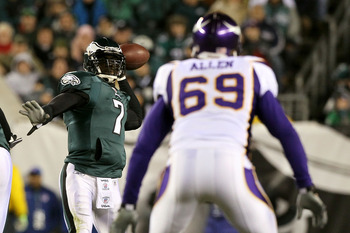 PHILADELPHIA, PA - DECEMBER 28: Michael Vick #7 of the Philadelphia Eagles in action against Jared Allen #69 of the Minnesota Vikings at Lincoln Financial Field on December 26, 2010 in Philadelphia, Pennsylvania. (Photo by Jim McIsaac/Getty Images)
