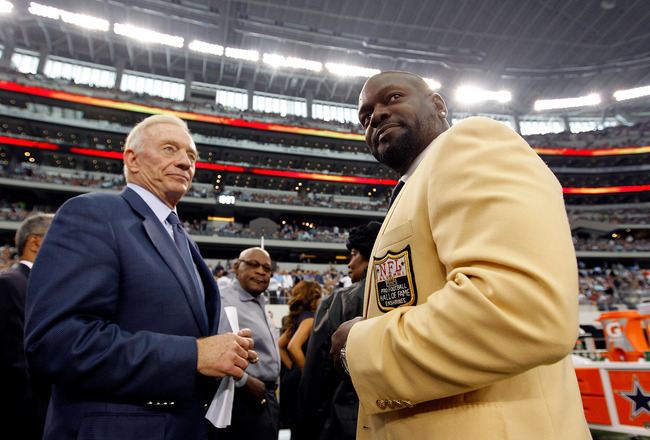 ARLINGTON, TX - NOVEMBER 21:  Dallas Cowboys owner Jerry Jones (L) stands on the sidelines with former Coaboys running back Emmitt Smith as Smith prepares to receive his Hall of Fame ring during a halftime ceremony at Cowboys Stadium on November 21, 2010