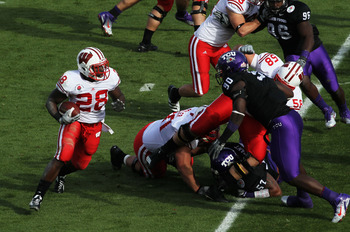 PASADENA, CA - JANUARY 01:  Running back Montee Ball #28 of the Wisconsin Badgers rushes with the ball against the TCU Horned Frogs in the first quarter of the 97th Rose Bowl game on January 1, 2011 in Pasadena, California.  (Photo by Stephen Dunn/Getty I